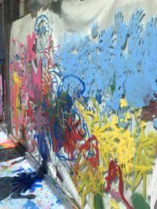 親子のフリーゾーン こどものアトリエ 絵の具 窓に描く