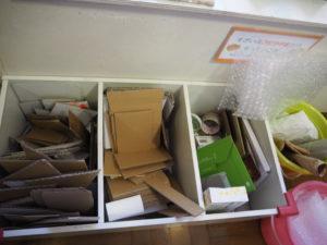 親子のフリーゾーン クラフトコーナー 材料置き場